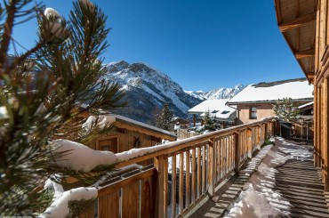 View from the balcony of a chalet in Saint Martin de Belleville