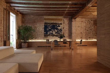 Barcelona apartment by Gus Wustemann Architects