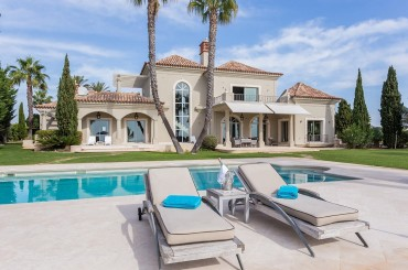 Large mansion villa with gorgeous pool and pooldeck in Carvoeiro Algarve